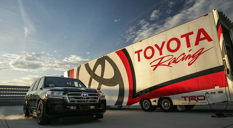 Toyota Land Cruiser a 230 MPH