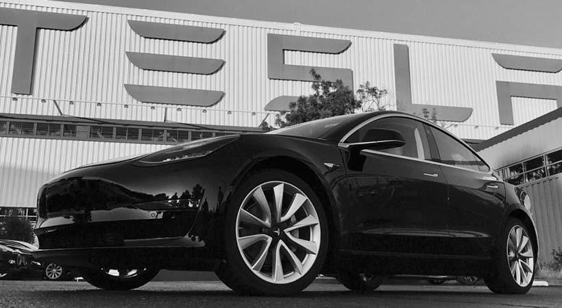 Primer Tesla Model 3 de producción