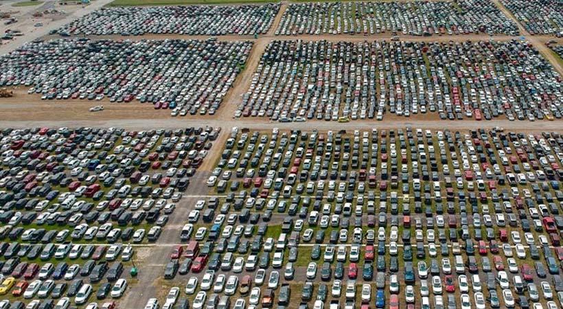 Más de 1 millón de autos afectados por los huracanes en Estados Unidos