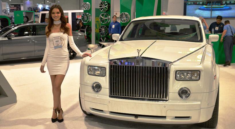 Top 10 cosas que no sabías del SEMA Show: Chicas y autos
