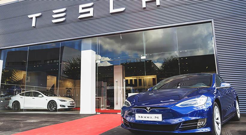 Tesla perdió $671 millones en tres meses