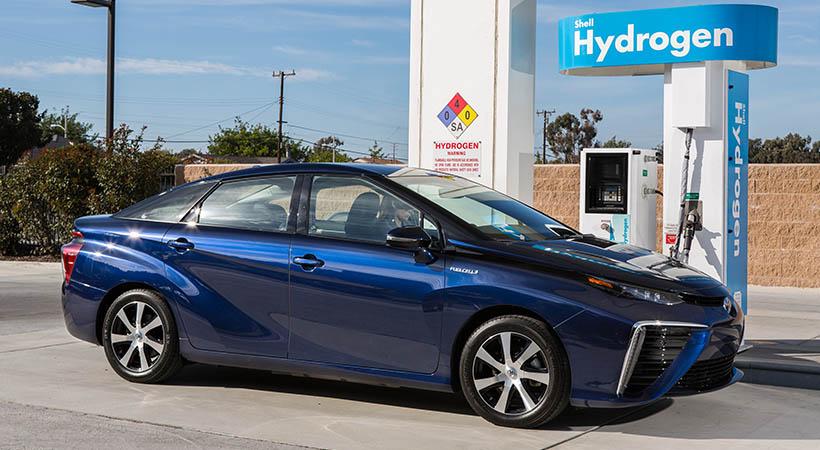 Toyota adelantó tres años el plan futuro eléctrico 2020