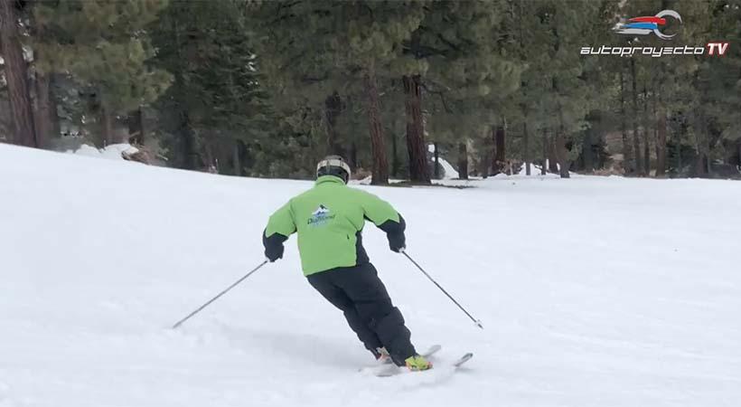 Esquiar nieve y manejar en pista, disciplinas muy distintas ... y similares