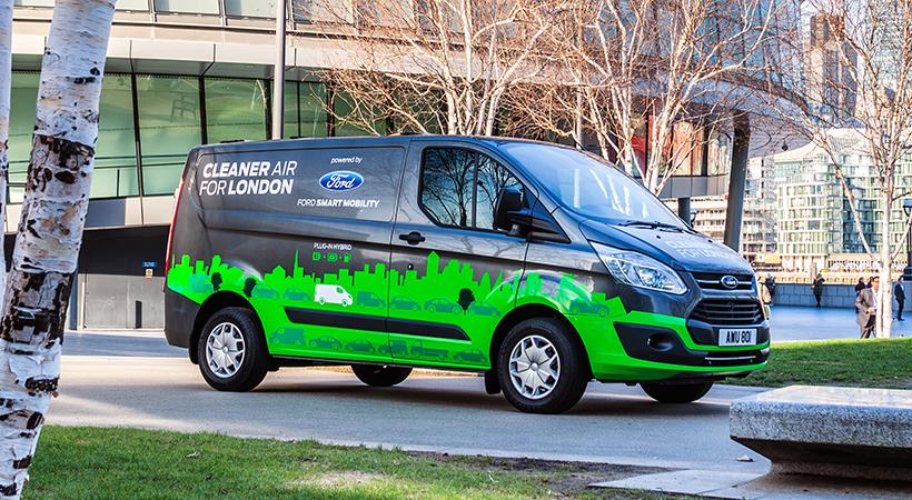 Test Drive verde Ford Transit Custom PHEV en Valencia, España