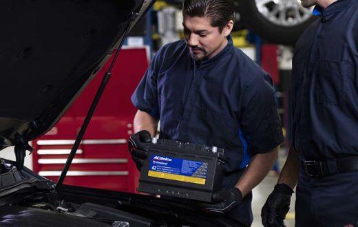 Revisa la batería de tu auto … antes de que te deje botado