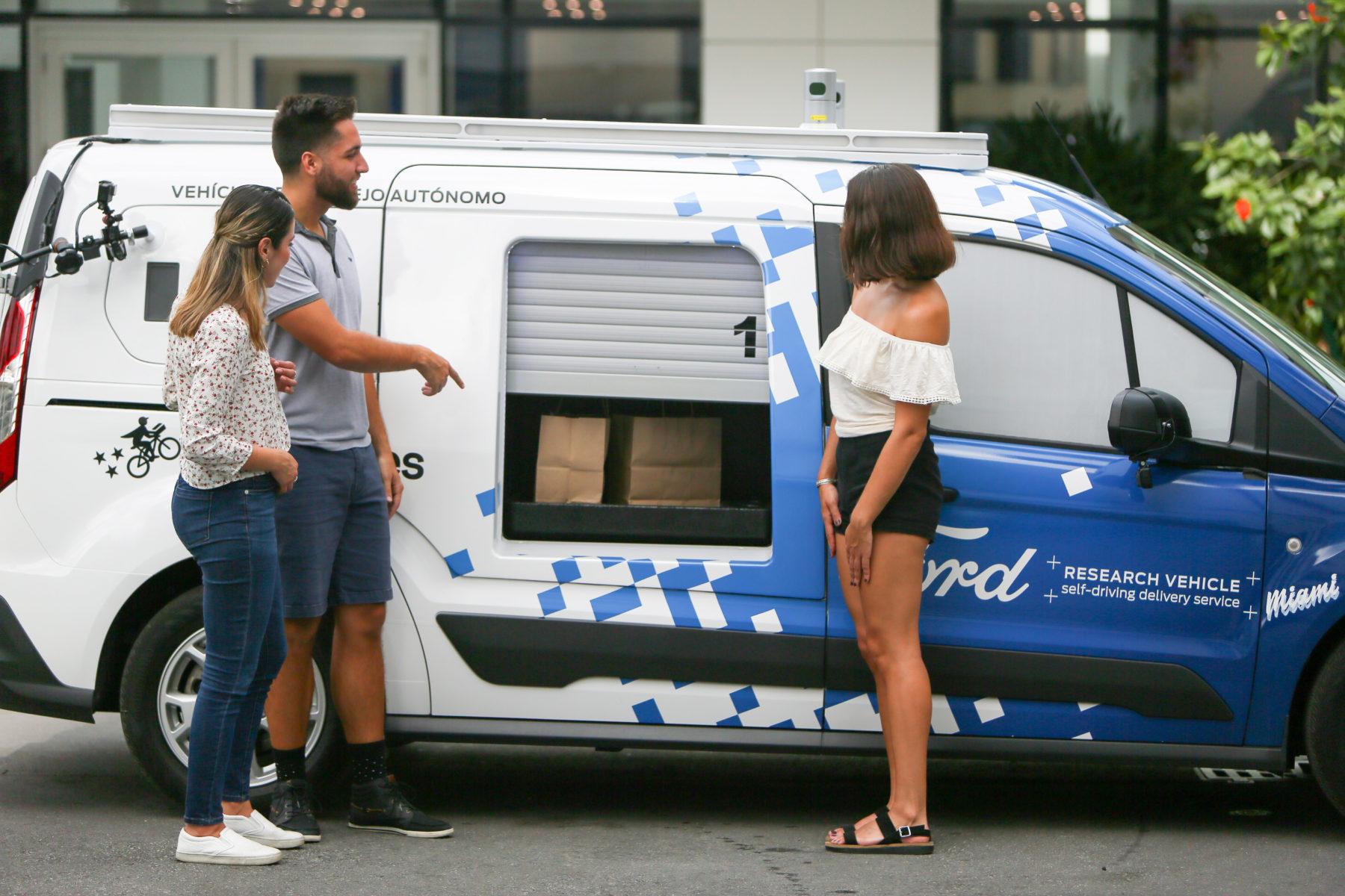 A comer tacos en Miami con la Ford Transit Connect