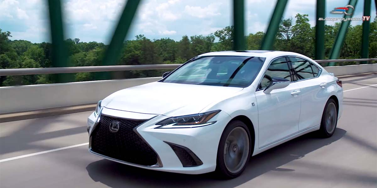 Video Lexus ES 2019, primer vistazo en la carretera en Nashville