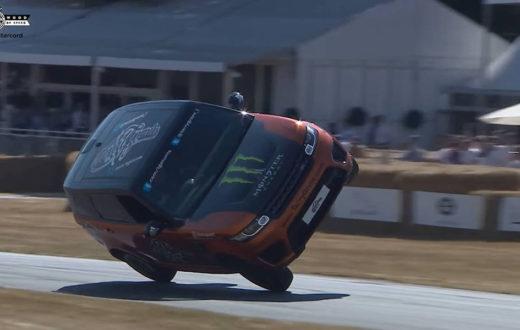 Récord Range Rover Sport SVR en dos ruedas