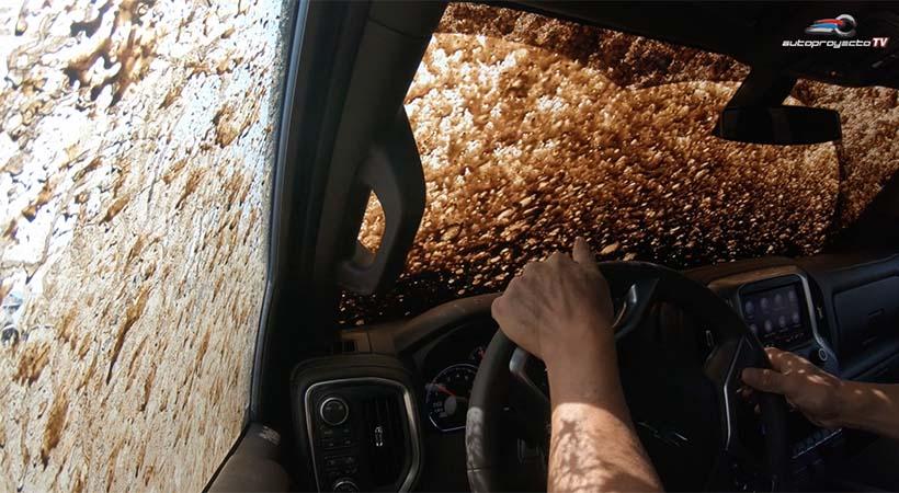 Video Chevrolet Silverado 2LT Trial Boss 2019 en off-road
