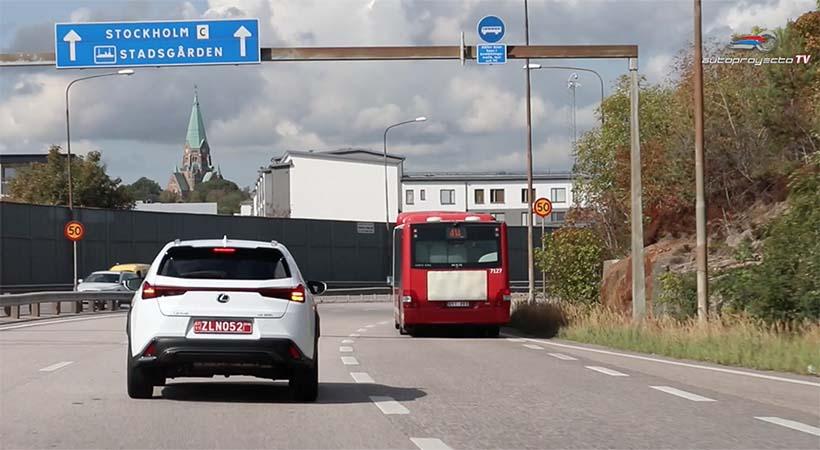 Video Lexus UX 2019, 1er. vistazo en las calles de Estocolmo, Suecia