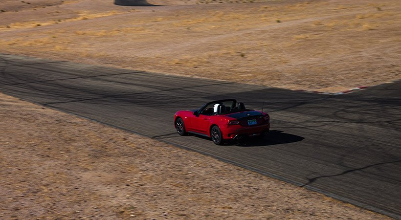 test drive en willow springs fiat 124 spider abarth y fiat 500 abarth. Black Bedroom Furniture Sets. Home Design Ideas