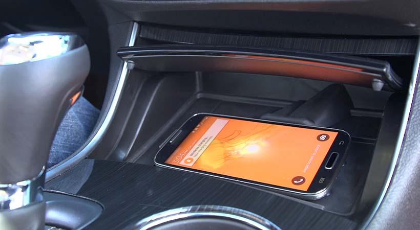 """descuentos en el costo de la póliza de seguro del auto a los conductores que demuestran no """"textear y manejar"""" al mismo tiempo."""
