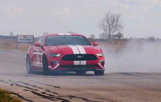 Joey Logano driftea en el Hennessey Heritage Mustang 2019