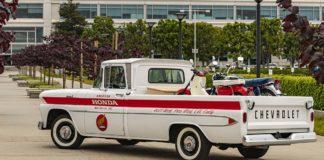 Honda restauró una Chevy Apache 1961