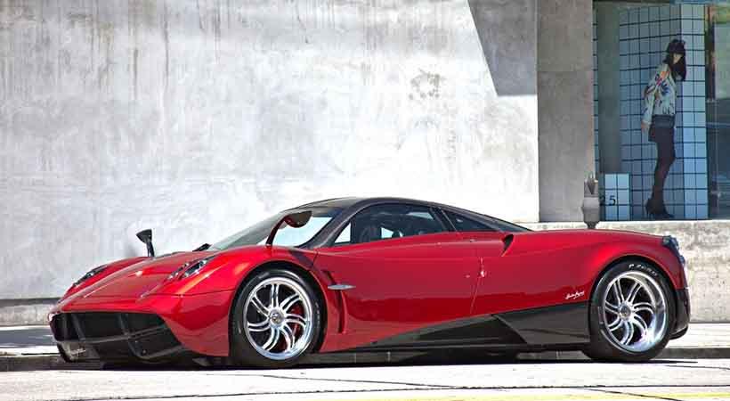 Pagani seguirá usando motores V12