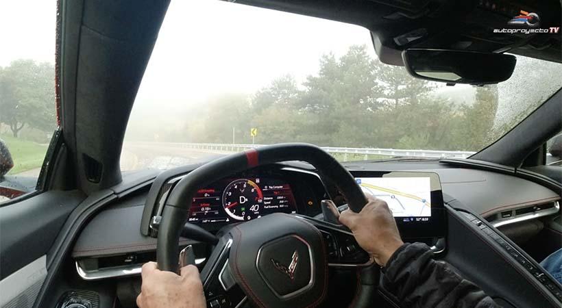 Al volante del Chevrolet Corvette Stingray 2020