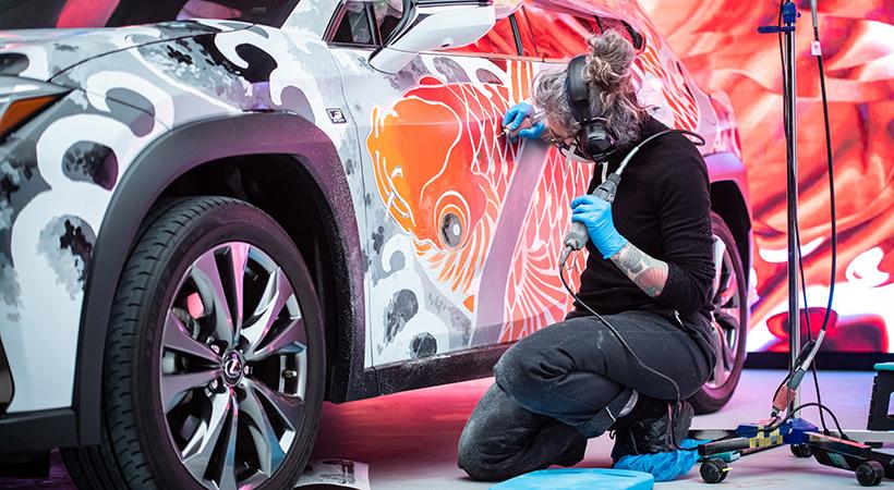 Lexus UX tatuado