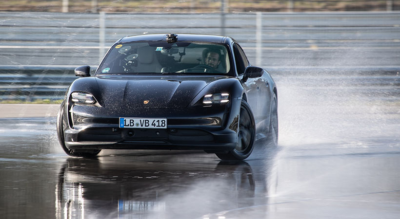 Porsche Taycan logra un Récord Guinness por el derrape más largo